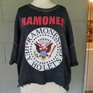 Ramones top